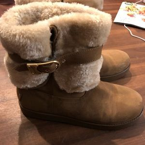 Ugg style snow boots